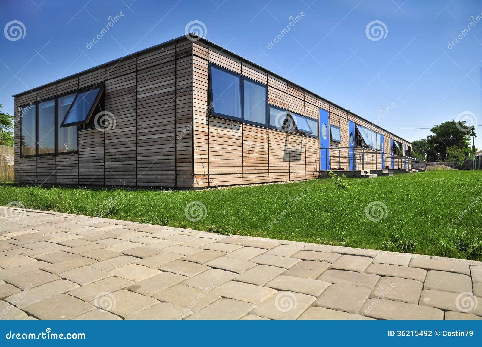 Façade en bois moderne de maison photos stock   image: 18944633