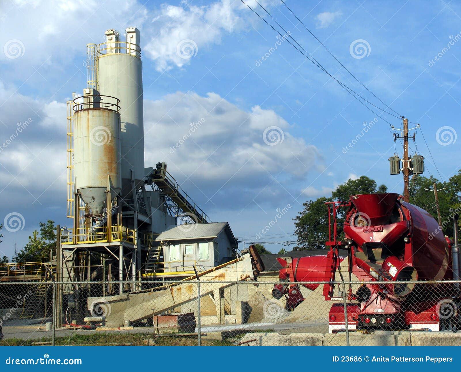 Download Fabbrica concreta fotografia stock. Immagine di rosso, deposito - 23686