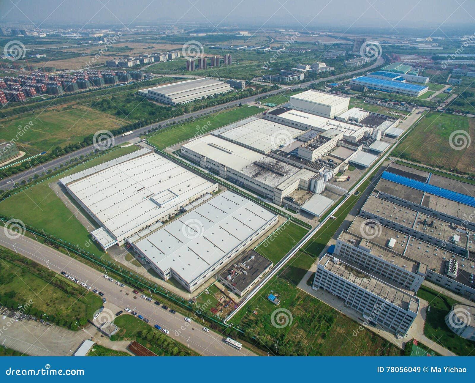 Fabbrica moderna aerea del centro di distribuzione