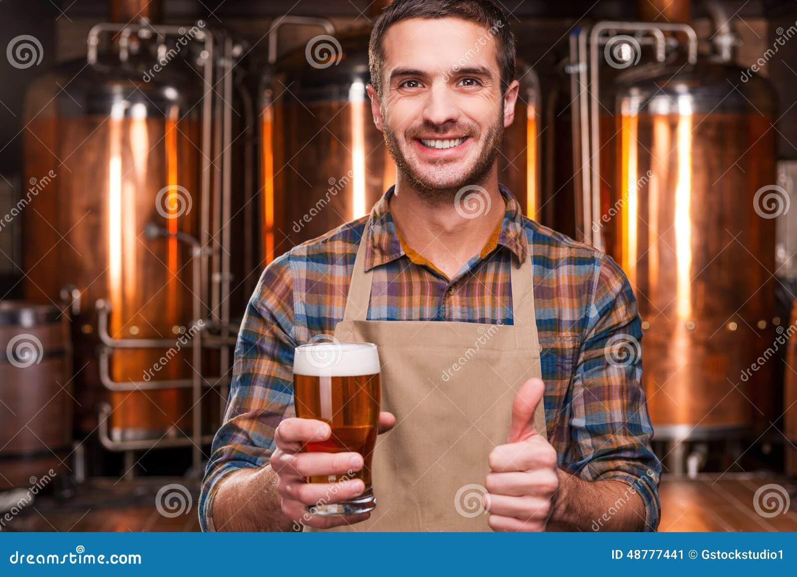 Fabbricante di birra felice