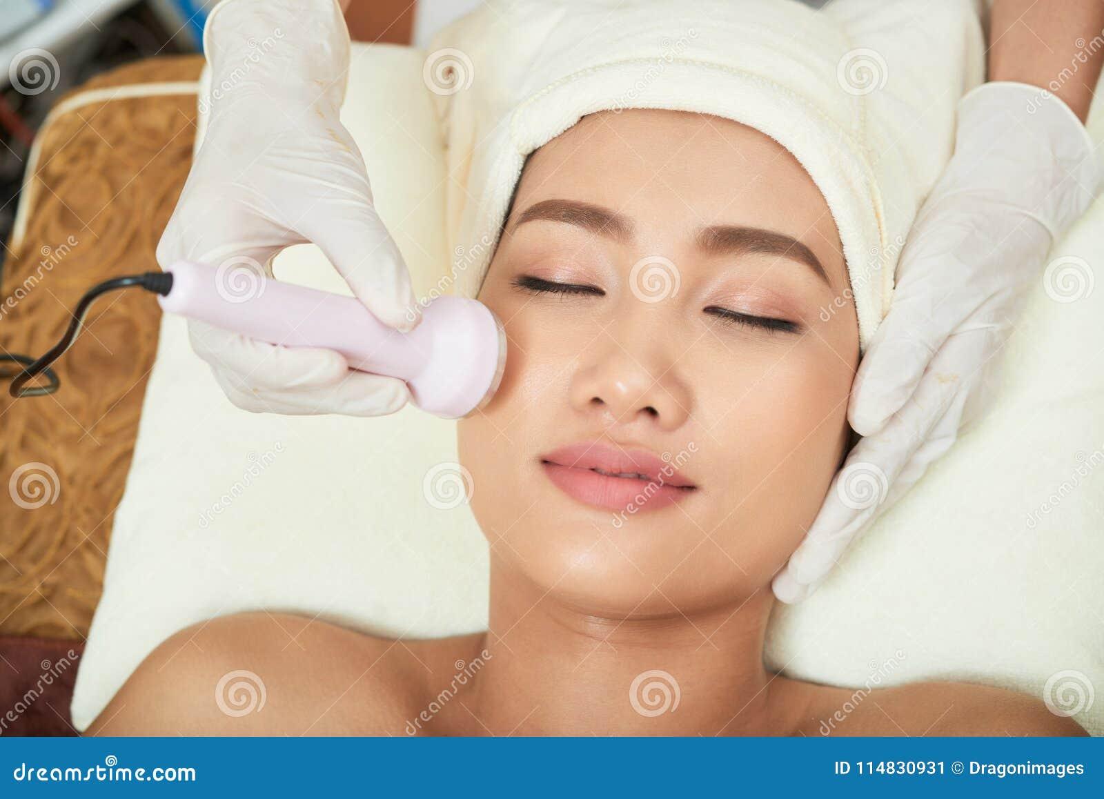 Fabbricazione della procedura del Facial di ultrasuono