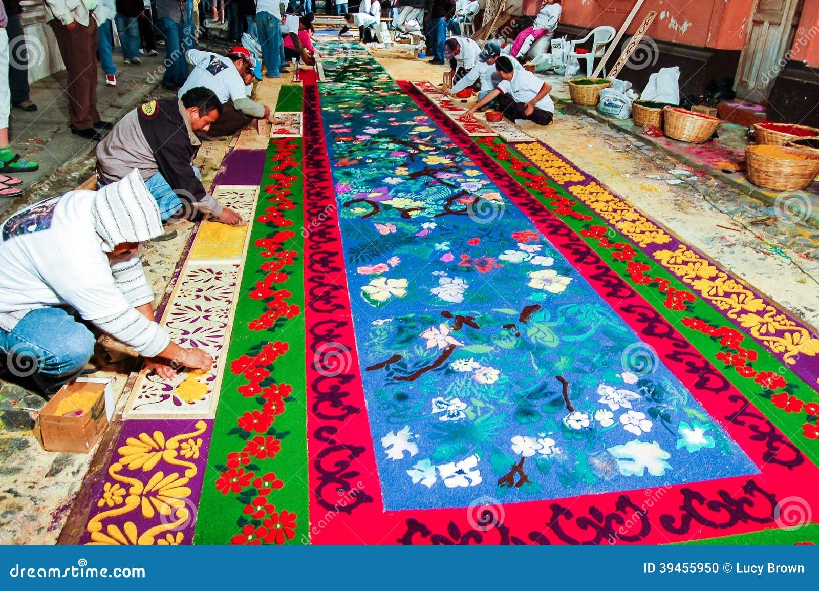 Fabricaci n de una alfombra procesional de la semana santa for Precio de las alfombras persas