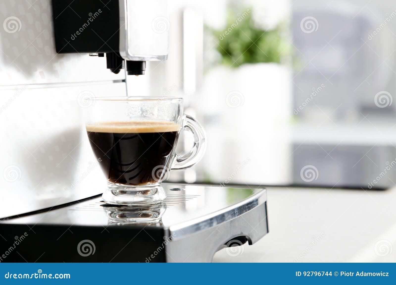 Fabricant De Café à La Maison Professionnel Dans La Cuisine Moderne