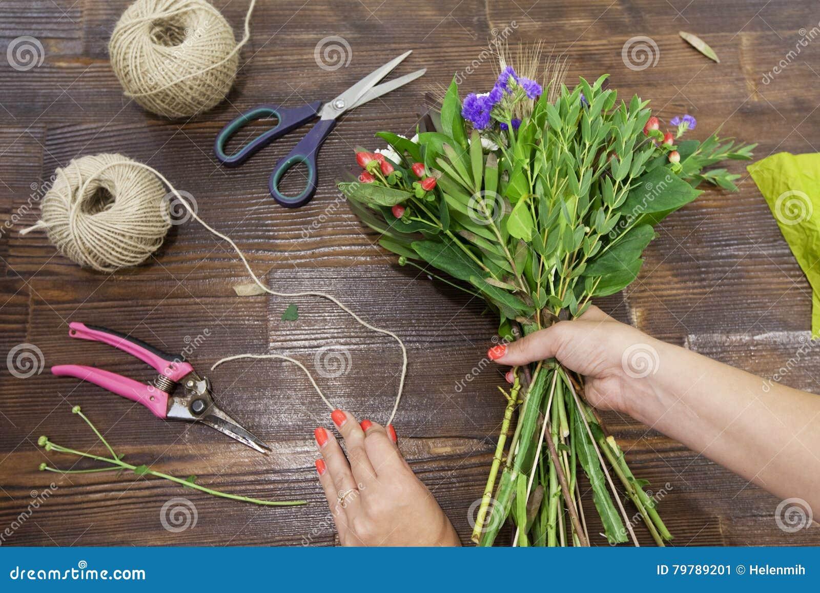 fabrication du bouquet coloré multi de fleur photo stock - image