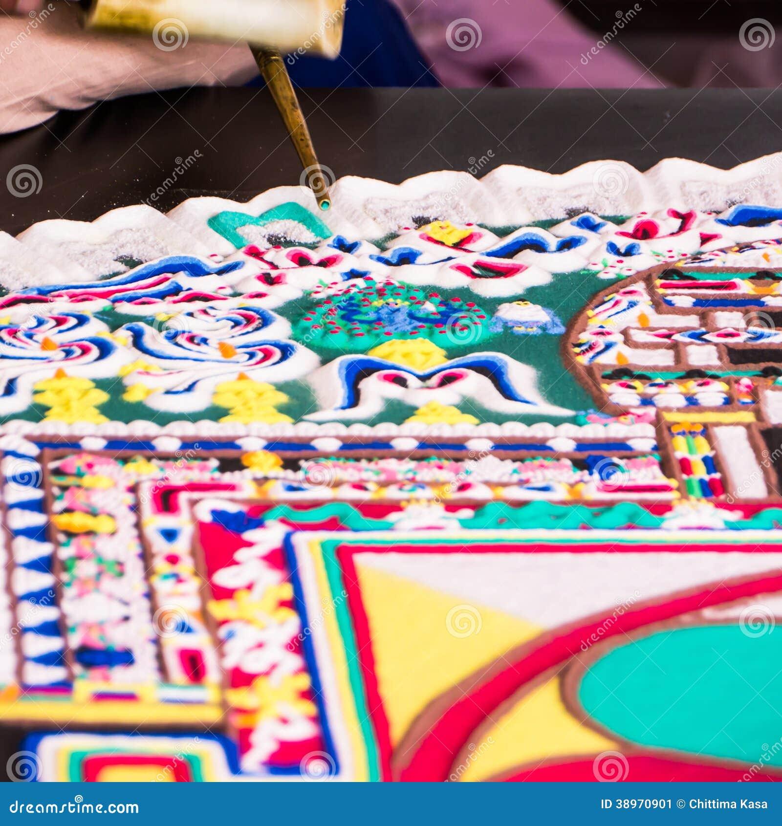 Fabrication Du Mandala De Sable Photo  U00e9ditorial