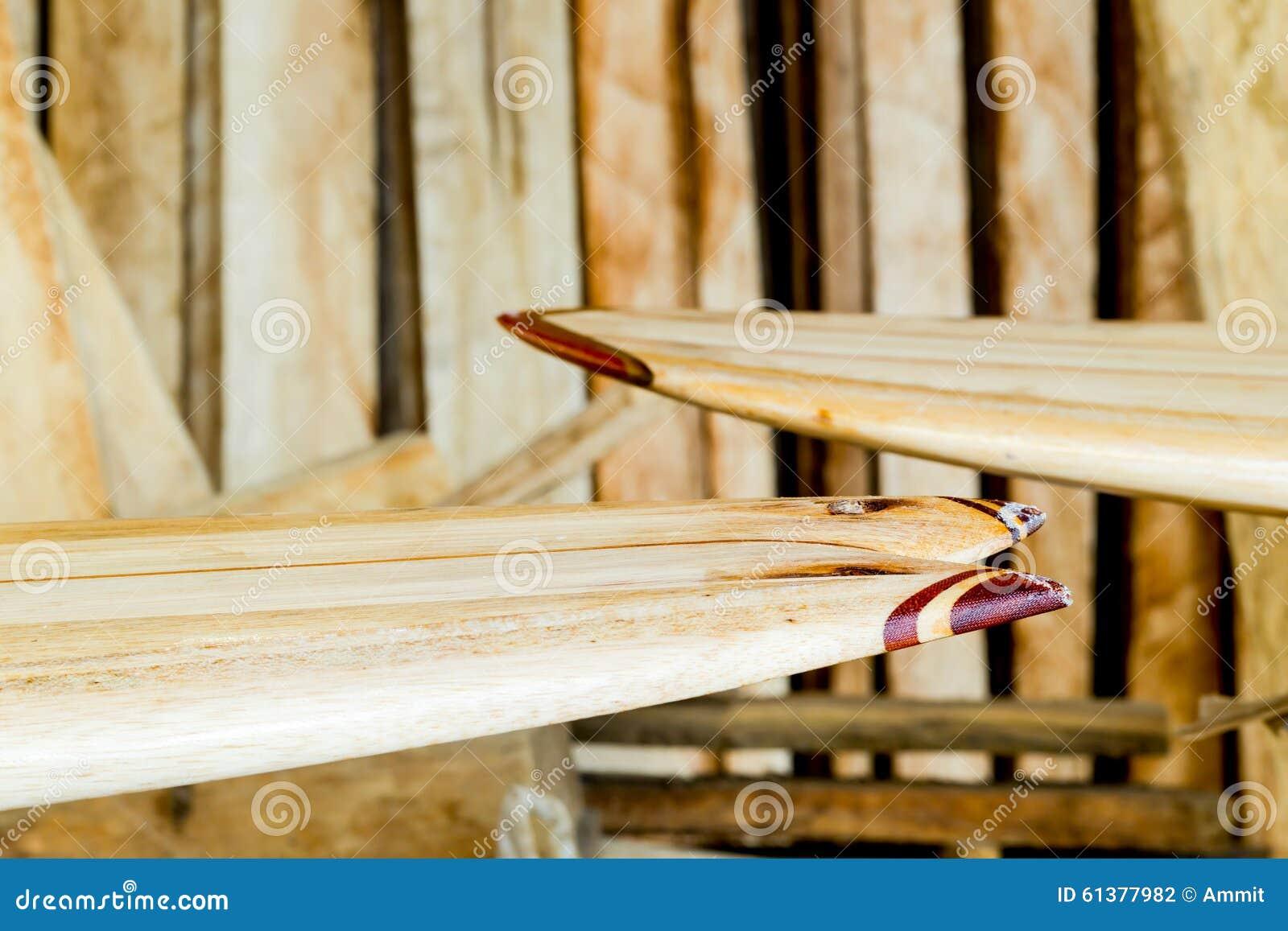 Fabrication faite sur commande de planche de surf en bois de balsa