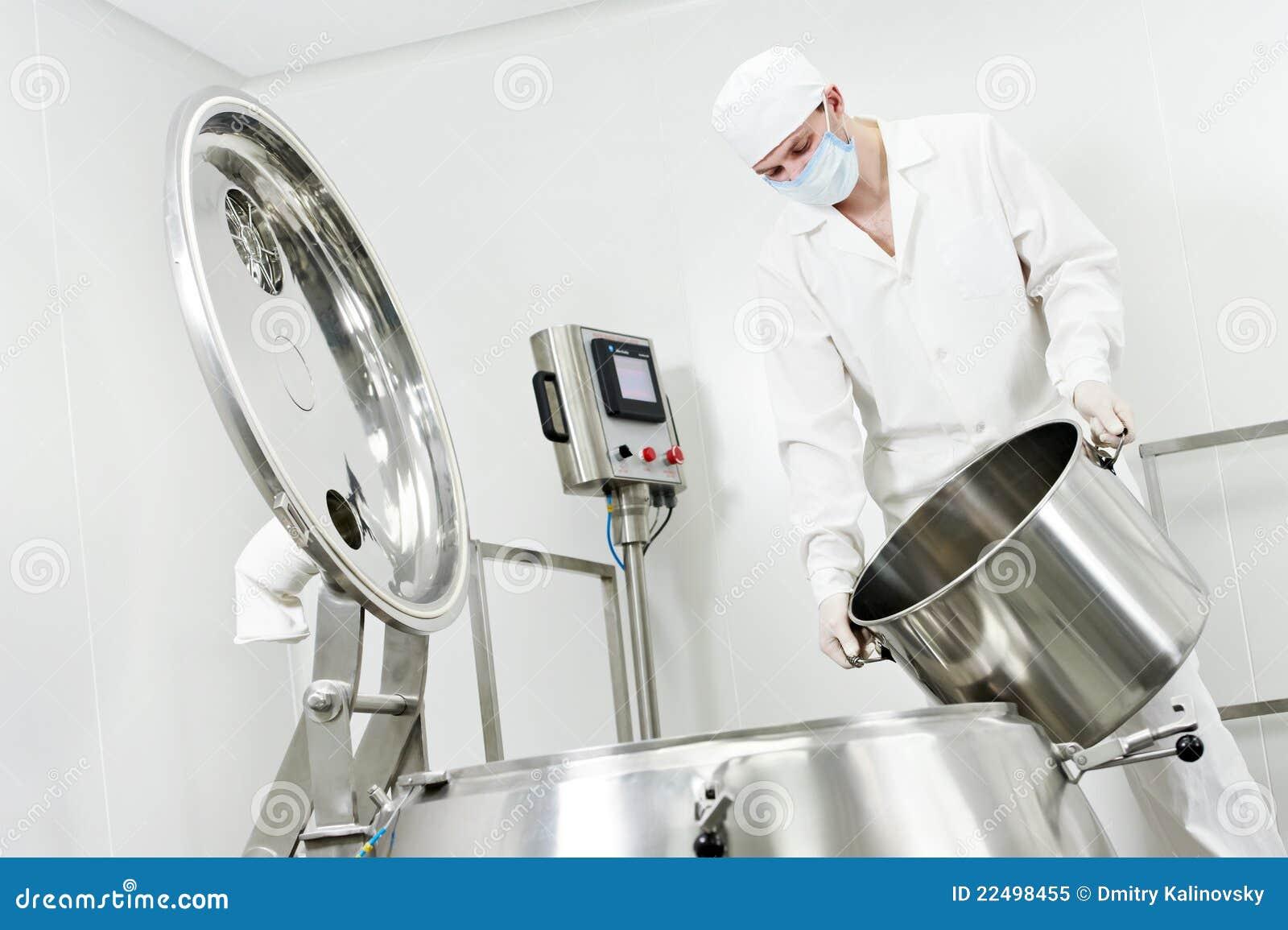 Fabryczny farmaceutyczny pracownik