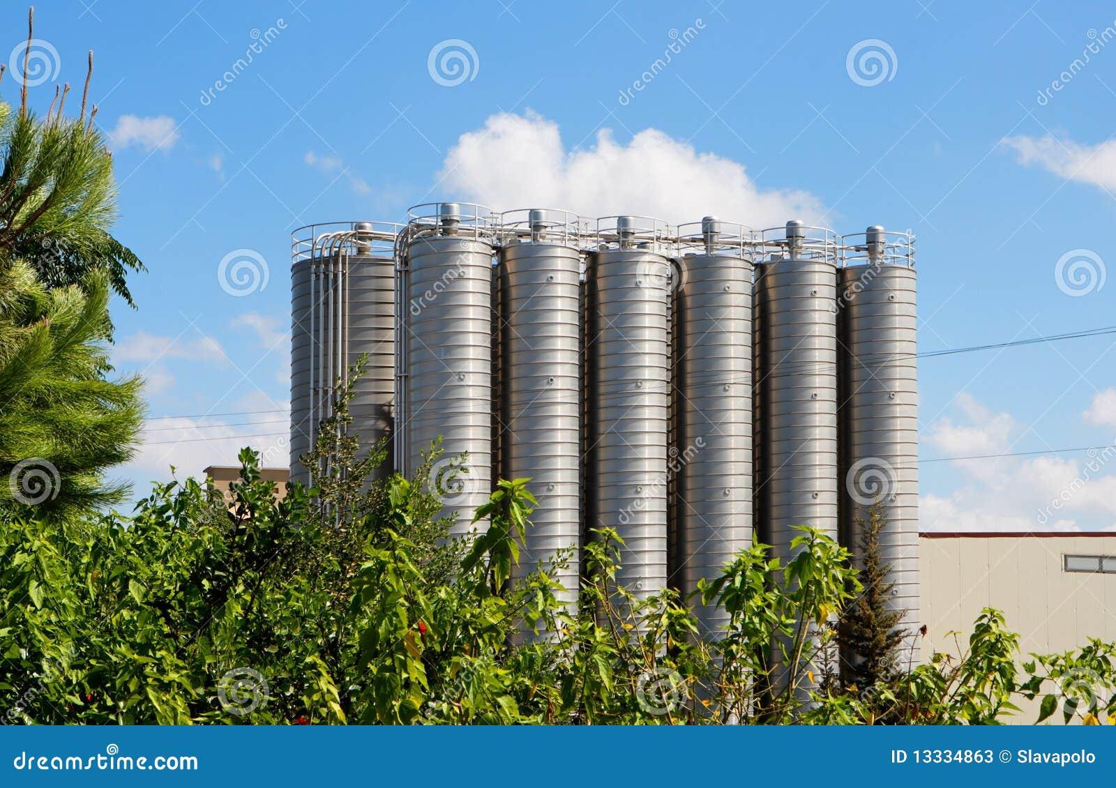 Fabryka chemikaliów silosów wierza dwanaście
