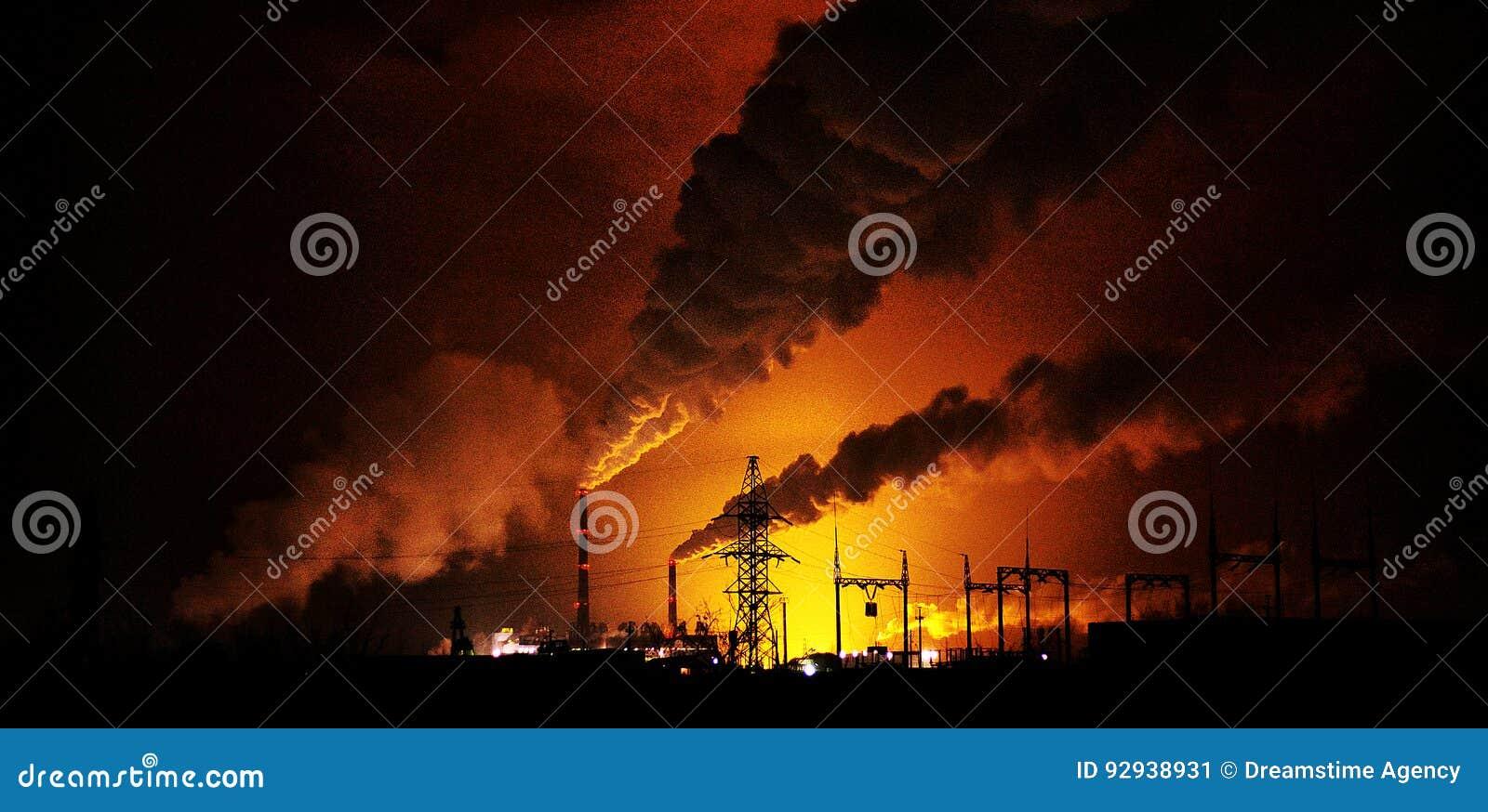 Fabryki przy nocą sylwetki fajczany inscenizowanie noxi