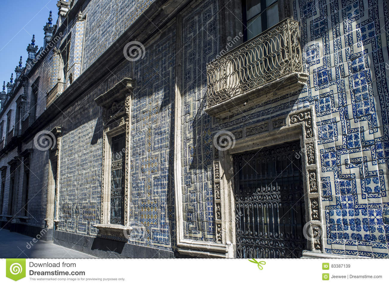 Facade of the casa de los azulejos house in mexico city in for Casa de azulejos