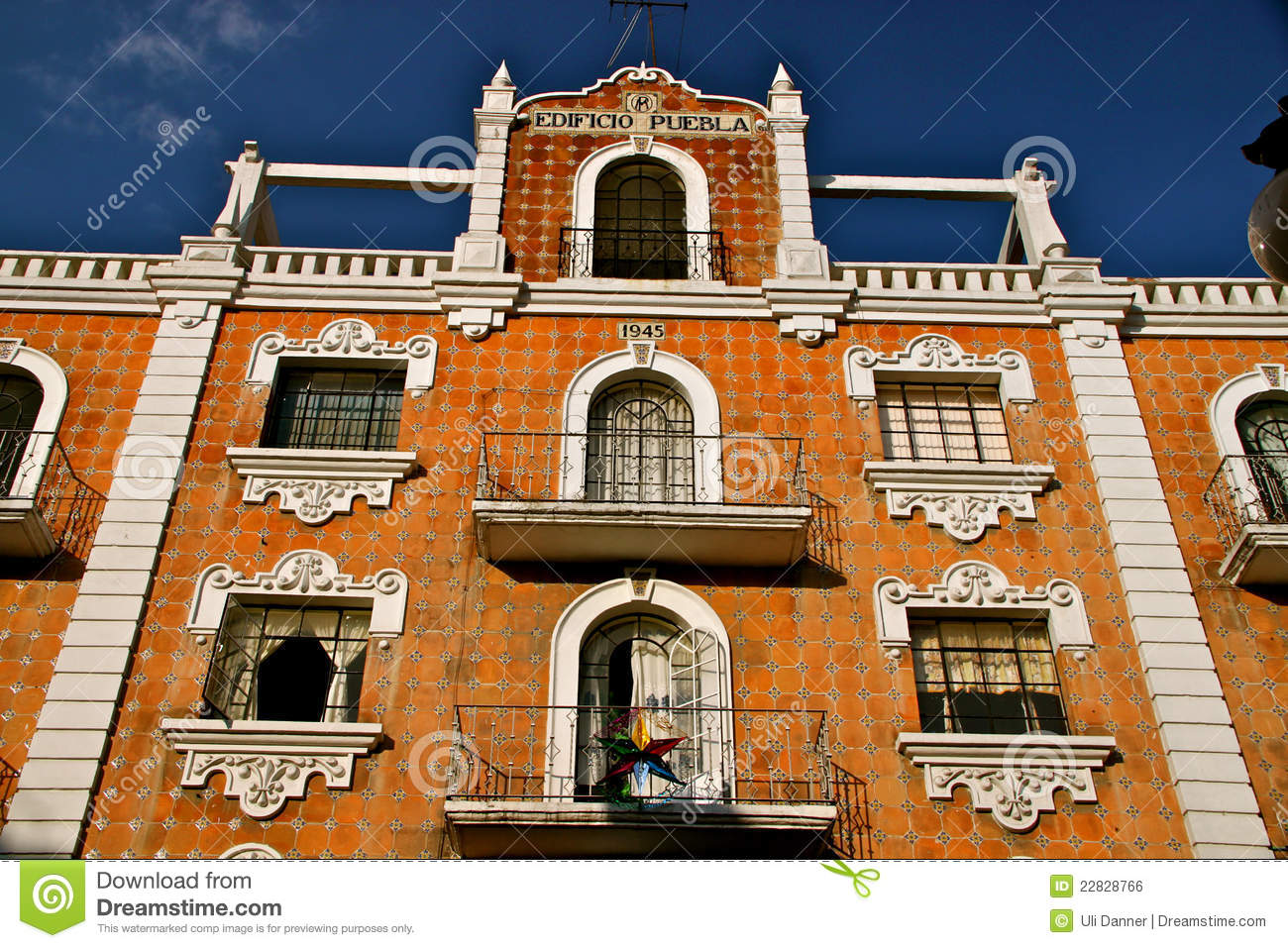 Facade with talavera tiles puebla mexico stock photo for Casa de los azulejos puebla