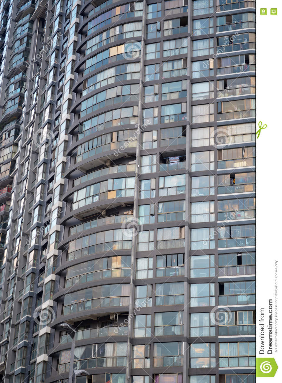 Charmant Facade Of Tall Building Full Of Apartments In City