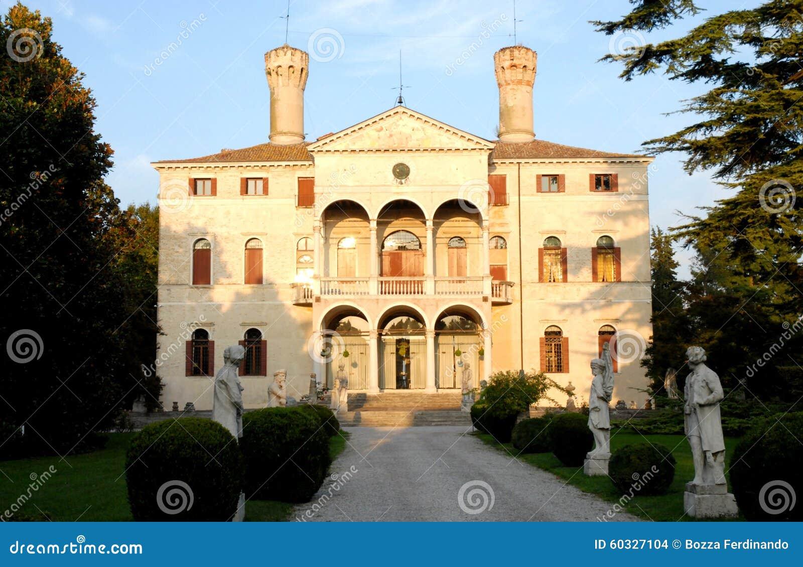 Photo Facade Villa : Facade of the villa giustinian in roncade province