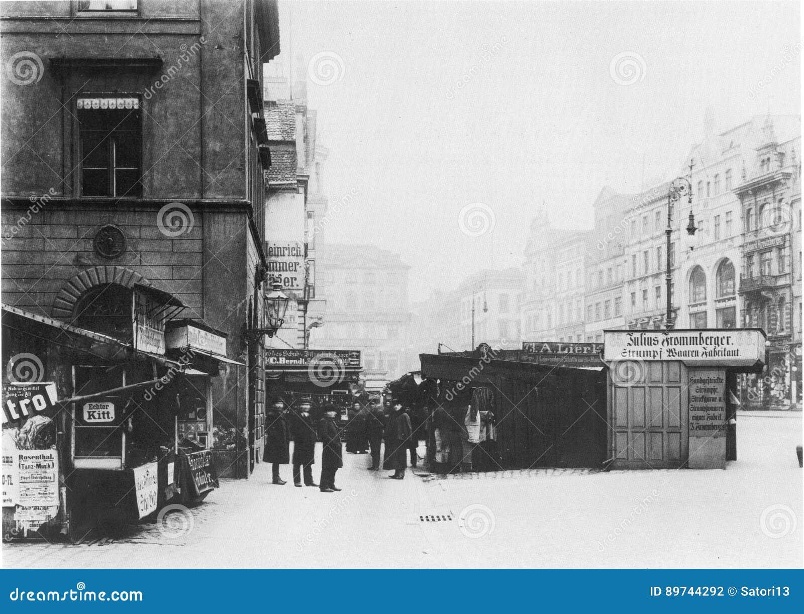 https://thumbs.dreamstime.com/z/facades-old-historic-tenements-rynek-market-square-wroclaw-breslau-poland-89744292.jpg