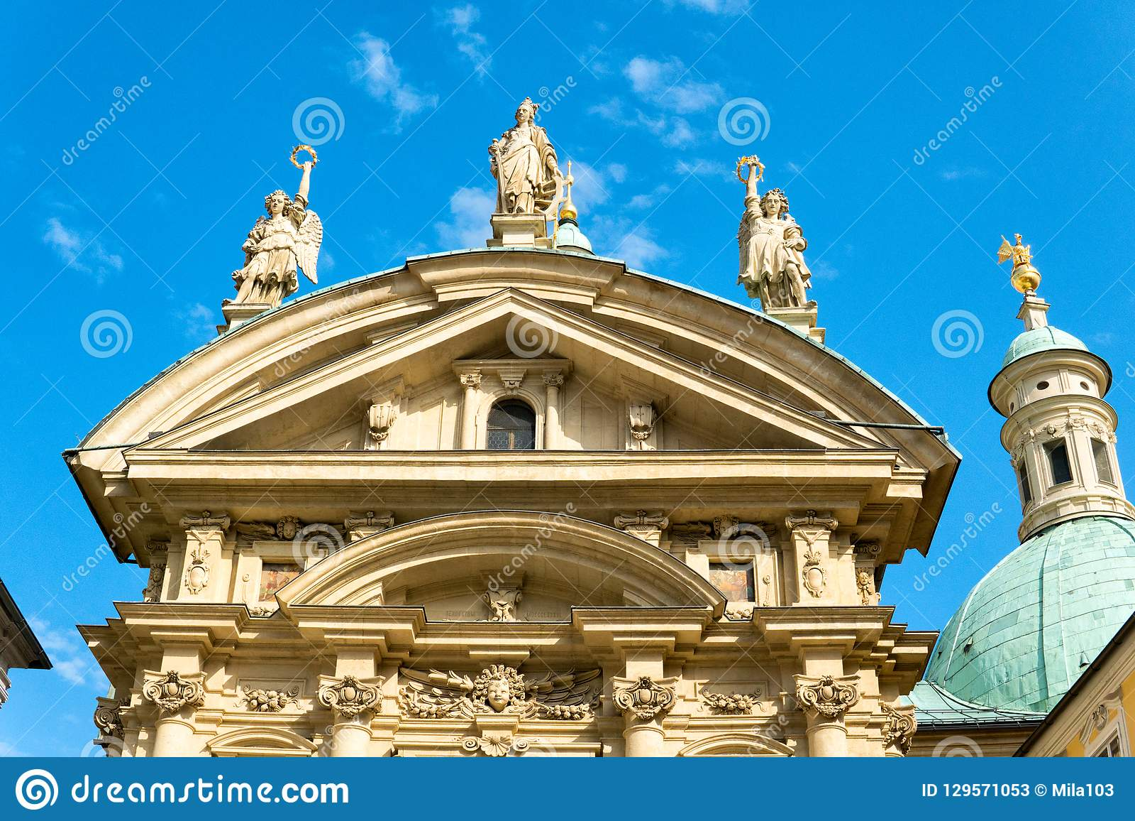 Facciata del mausoleo di Franz Ferdinand II a Graz, Stiria, Austria