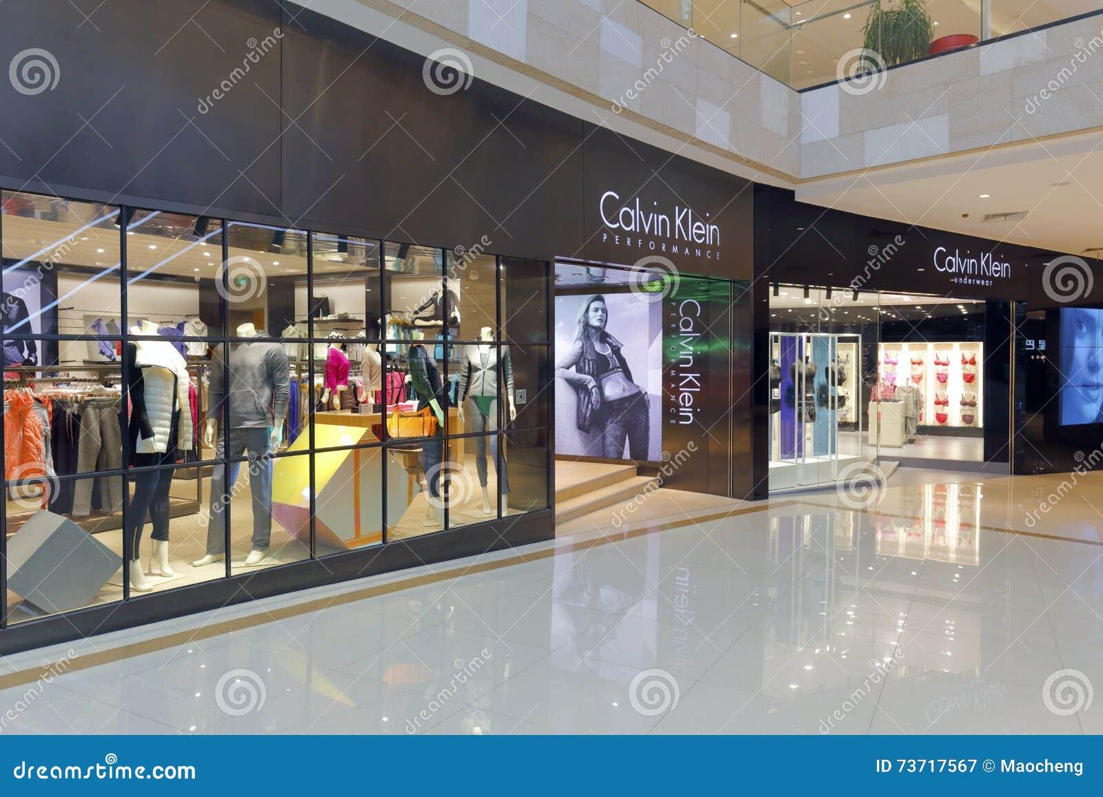 new style 5081a e6cf6 Facciata Del Negozio Dell'abbigliamento Di Calvin Klein ...