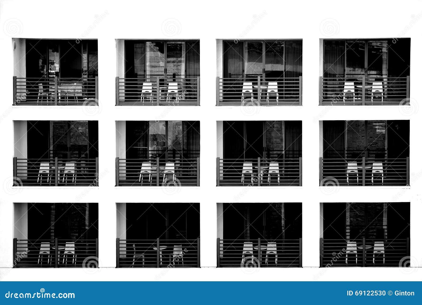 Facciata dell'hotel con i balconi fotografia stock   immagine ...