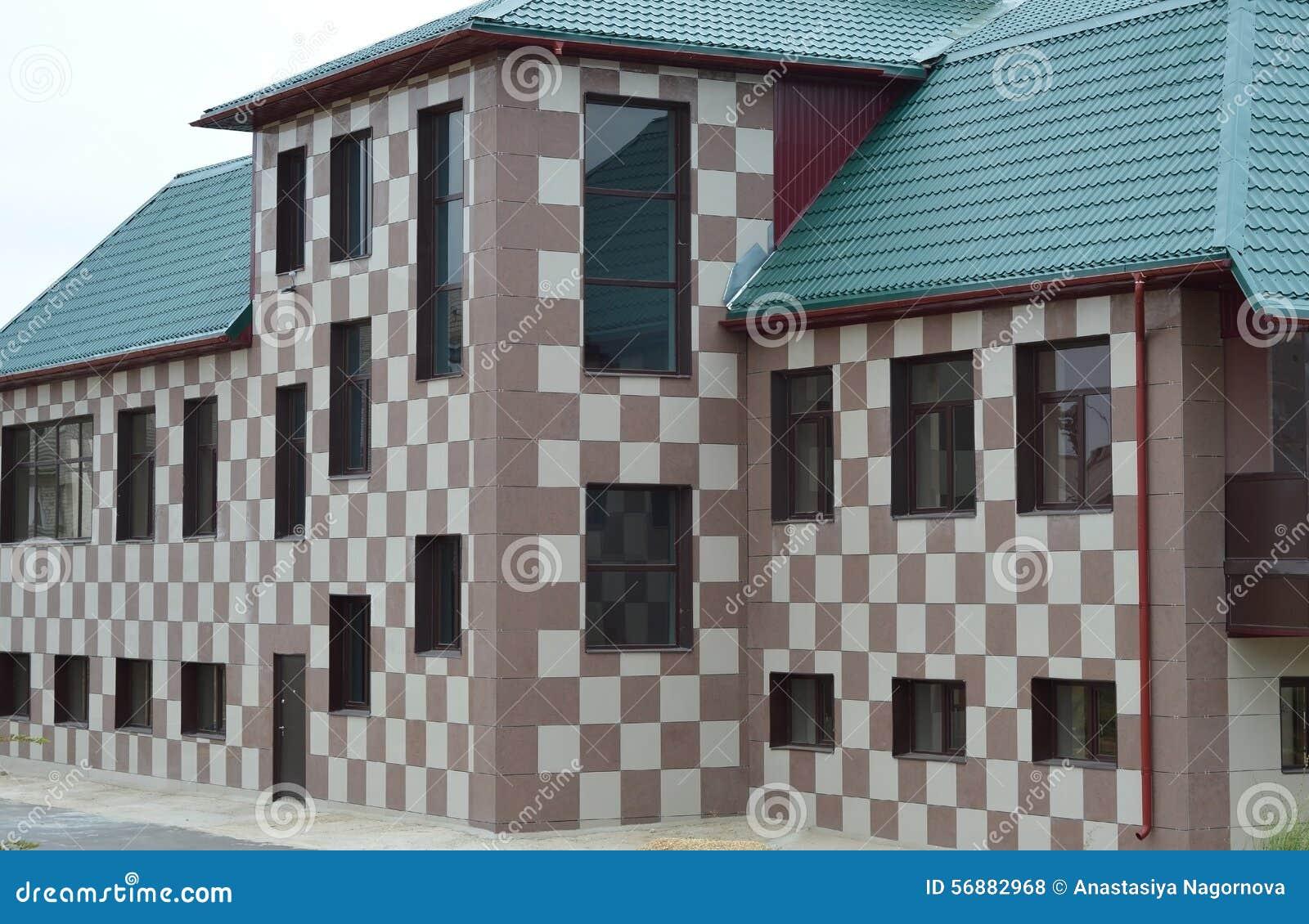 Facciata della casa, colori di scacchi