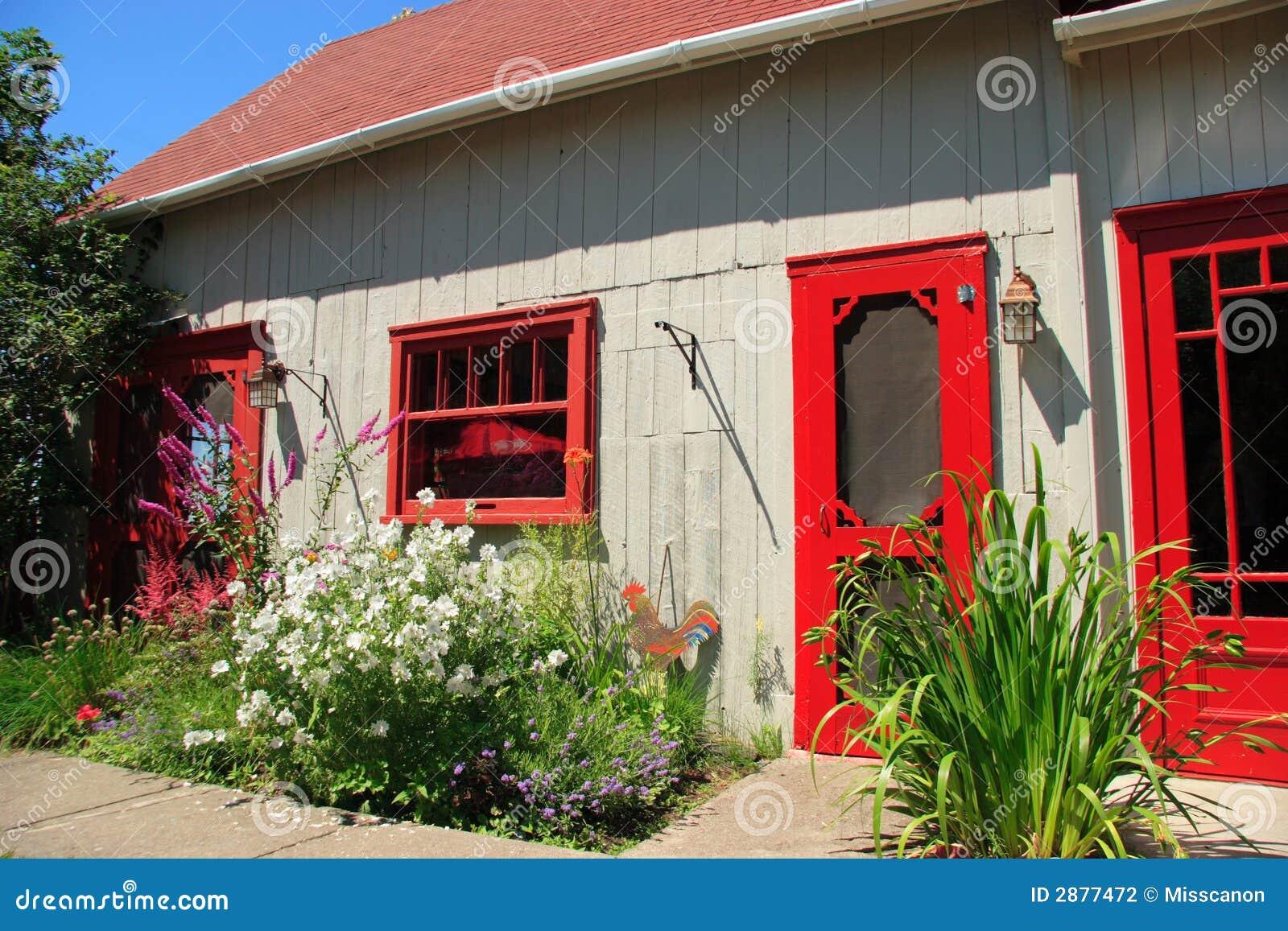 Facciata Casa Di Campagna facciata della casa di campagna fotografia stock - immagine