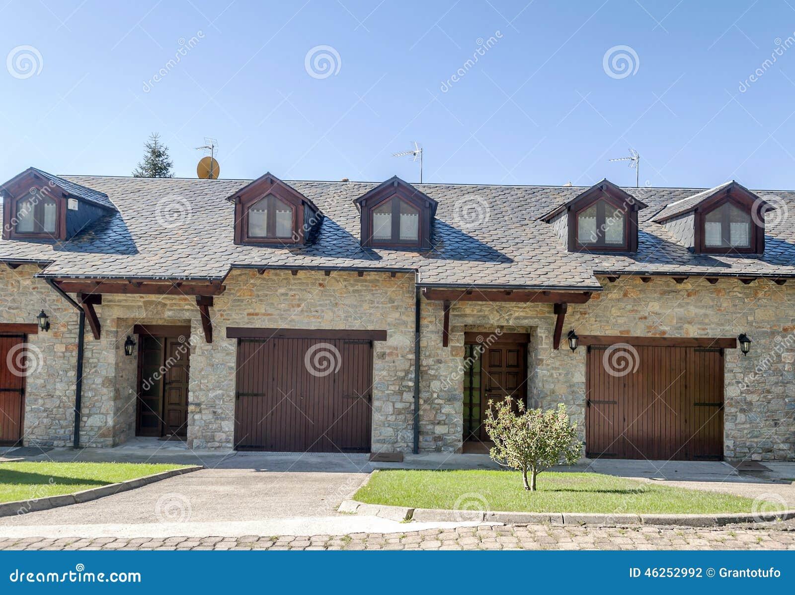 facciata della casa di pietra fotografia stock immagine