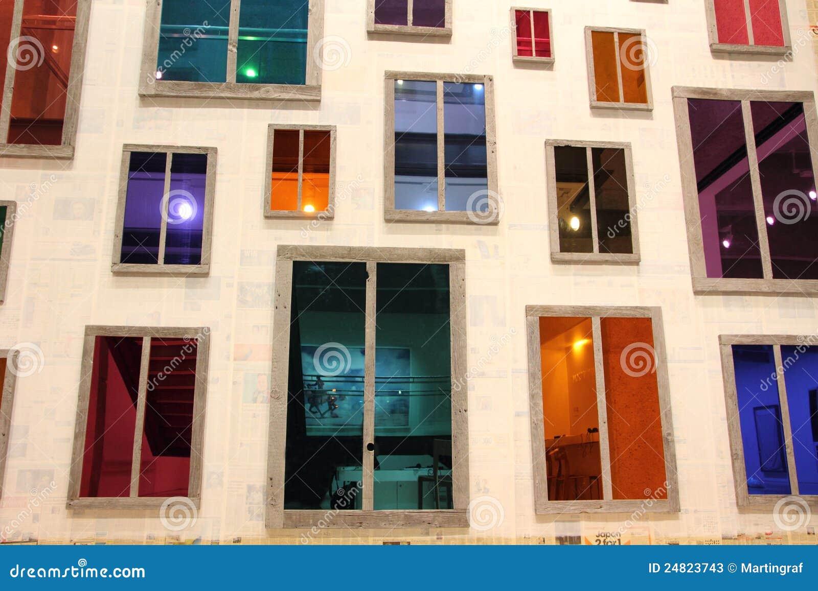 Facciata delle finestre colorate fotografia stock editoriale immagine 24823743 - Pellicola riflettente per finestre ...
