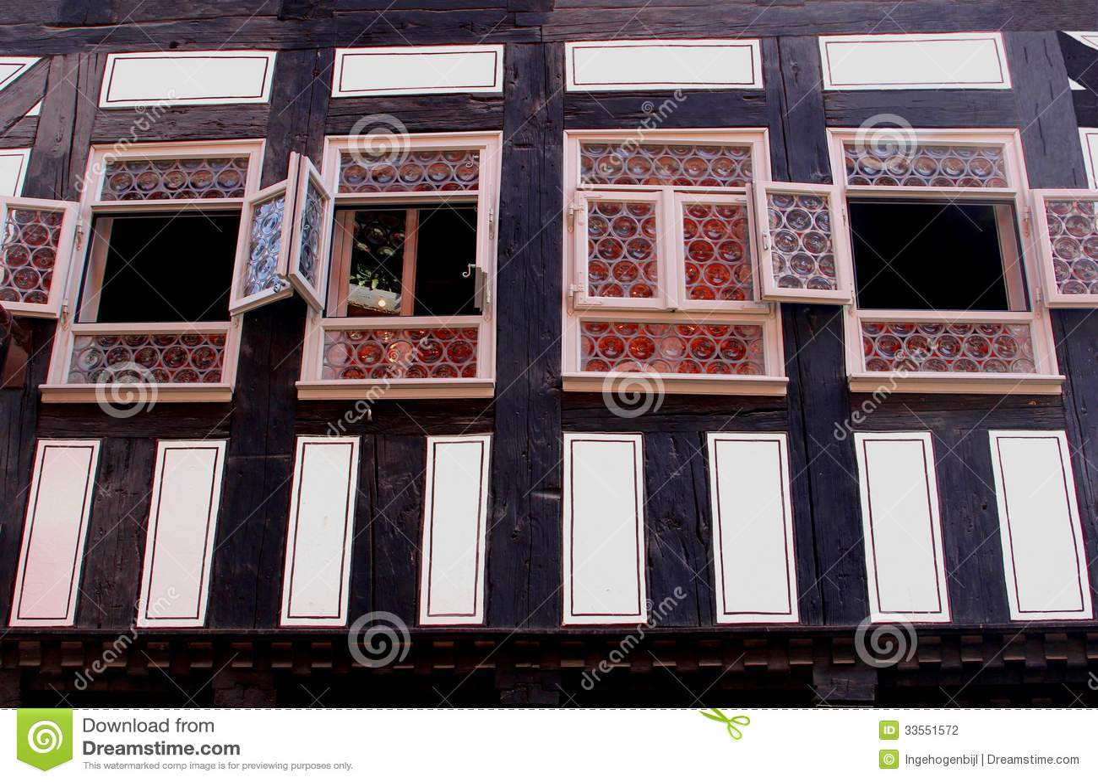Facciata di una casa del fachwerk al kraemerbruecke - Facciata di una casa ...