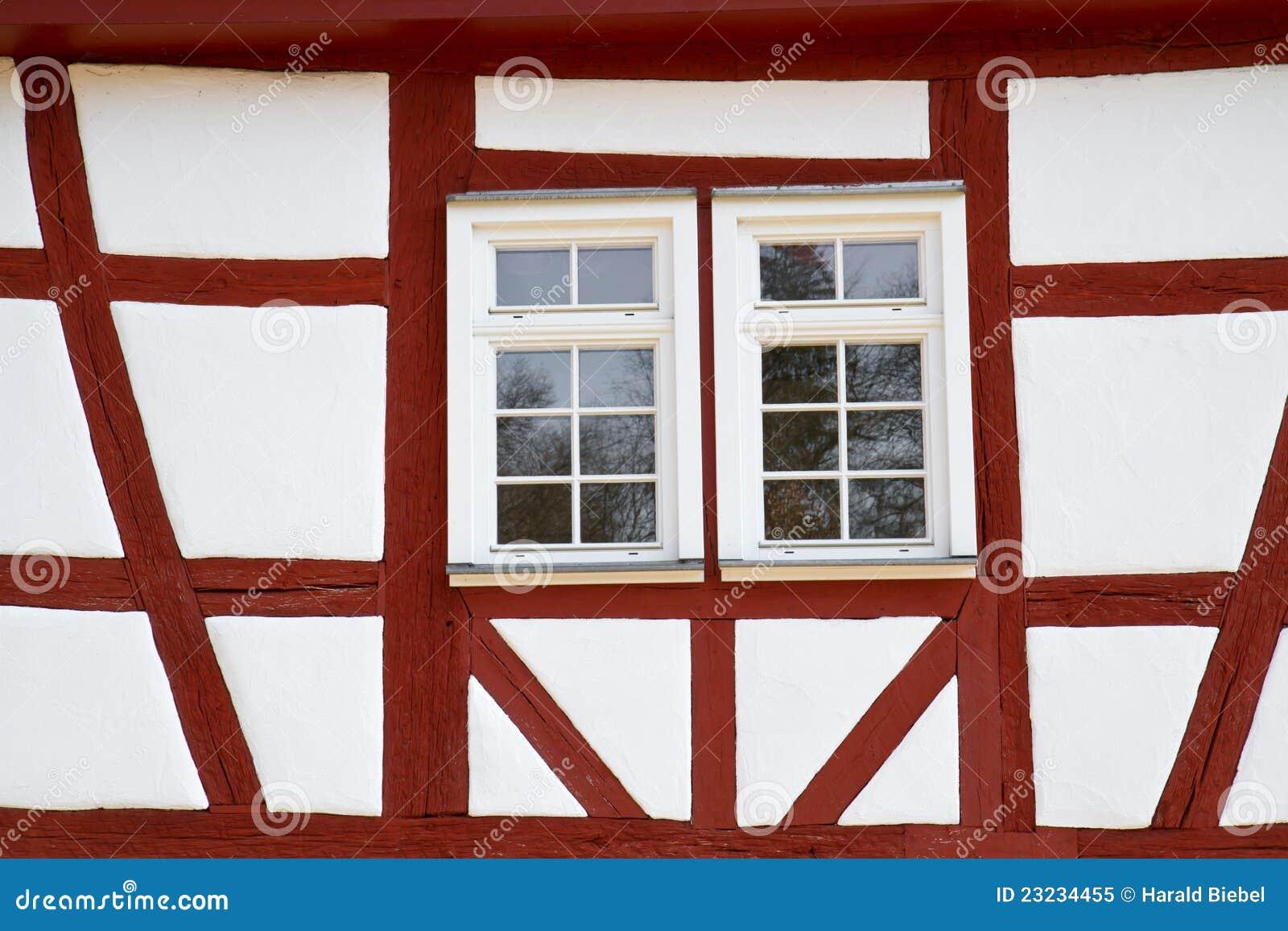 Facciata di una casa storica half timbered immagine stock for Piccoli piani di casa storica