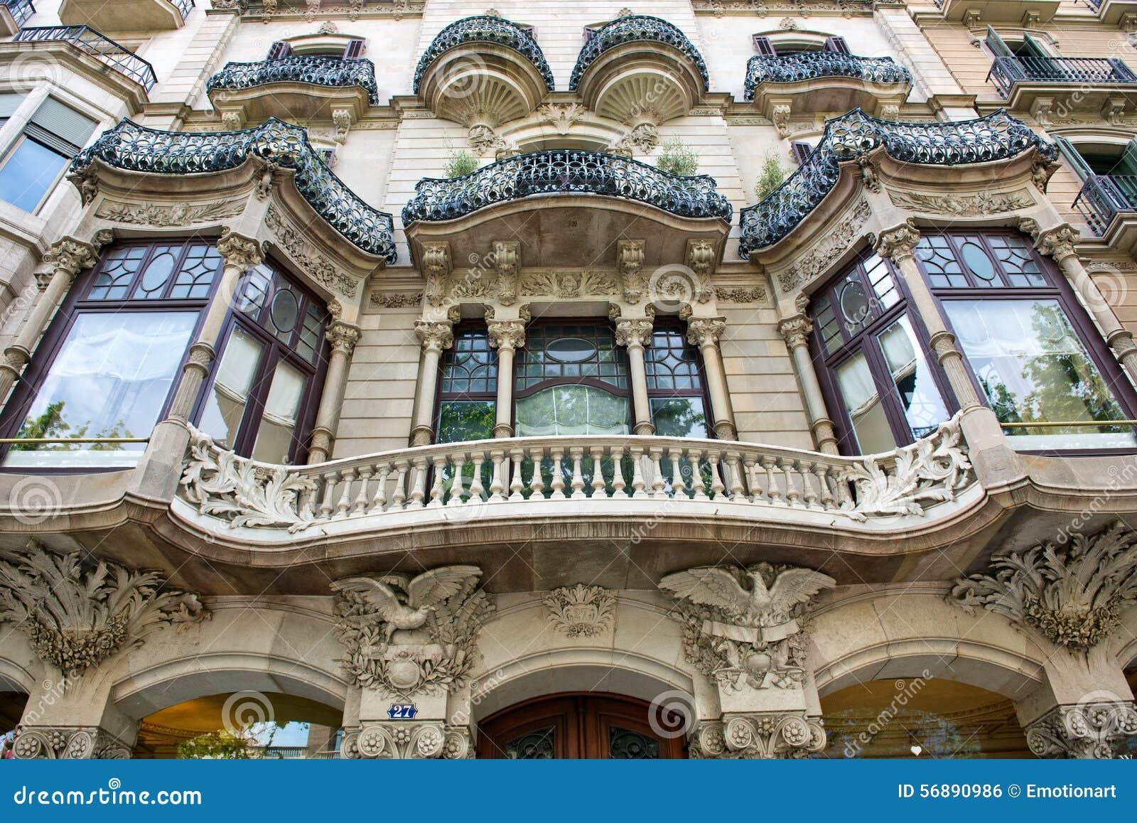 Facciata edificio di Art Nouveau a Barcellona, Spagna