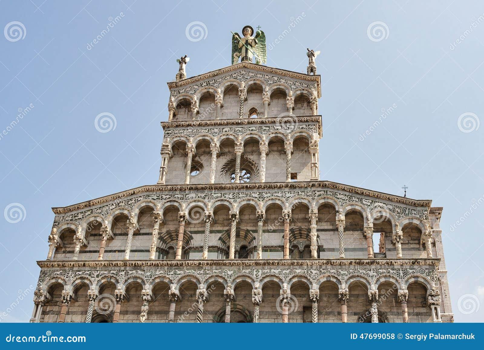 Facciata medievale della chiesa di San Michele in foro Lucca, Italia