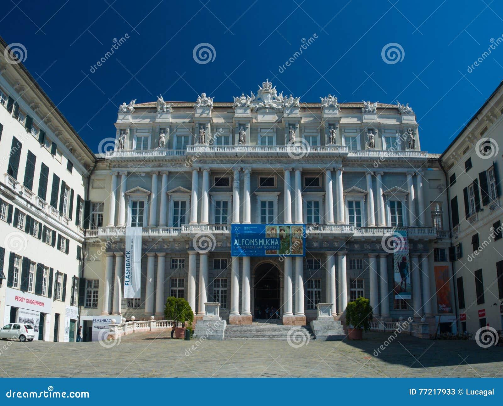 Facciata neoclassica di Genova (Genova) del palazzo ducale (Palazzo Ducale)