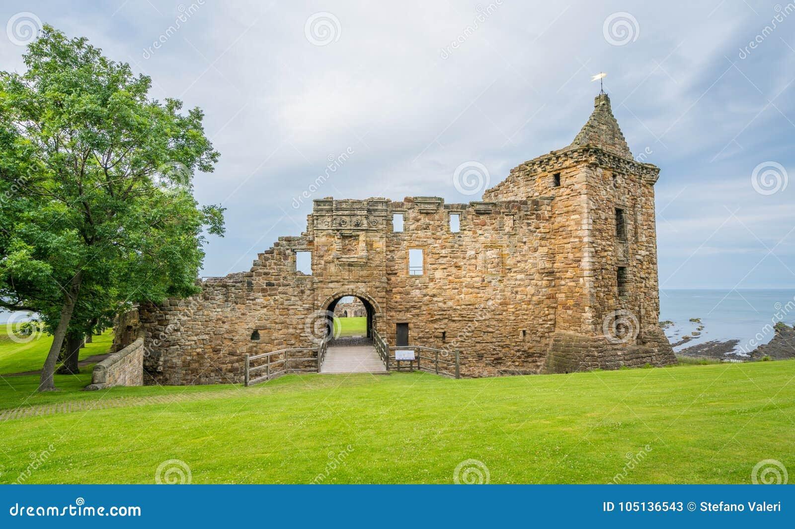 Facciata principale del castello del ` s di St Andrew, Fife, Scozia