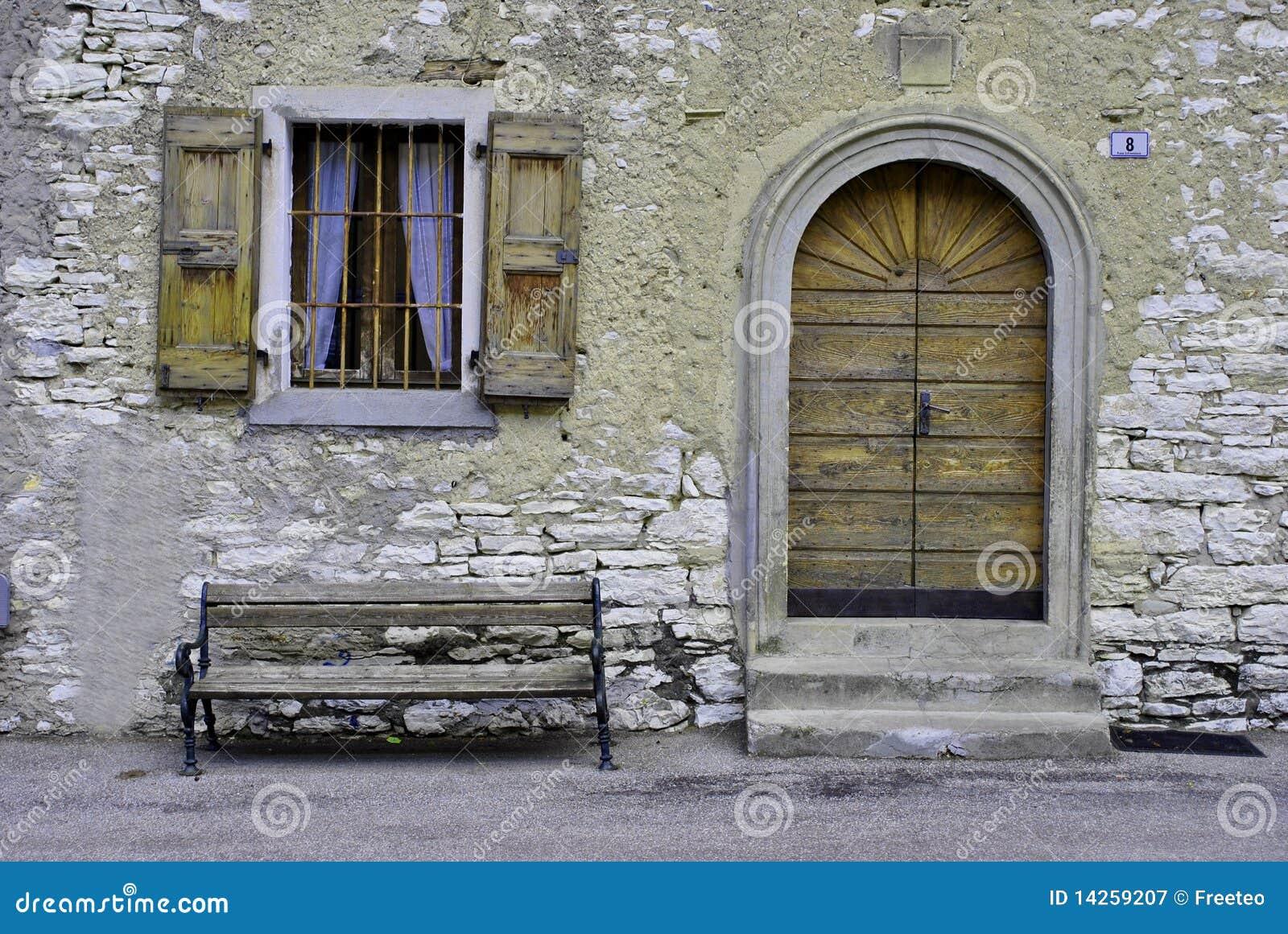 Facciata rustica fotografia stock libera da diritti - Tende casa rustica ...
