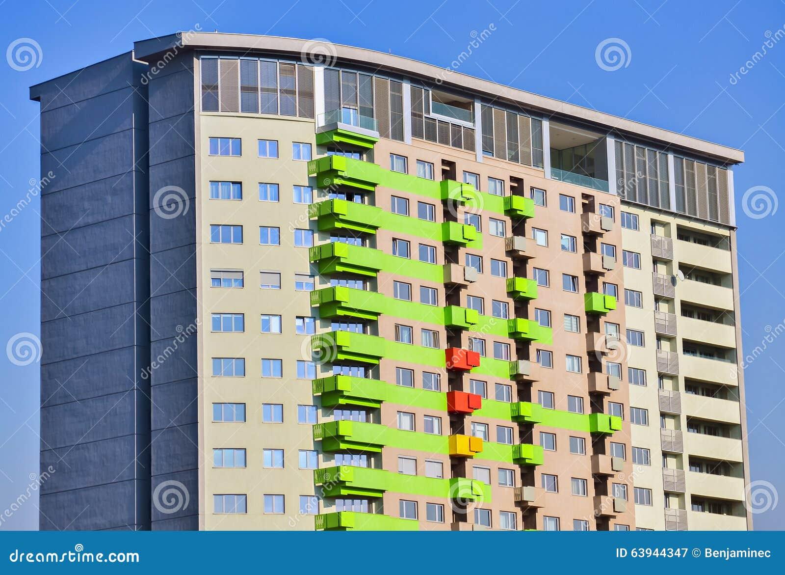 Facciata variopinta fotografia stock immagine 63944347 for Architettura residenziale contemporanea