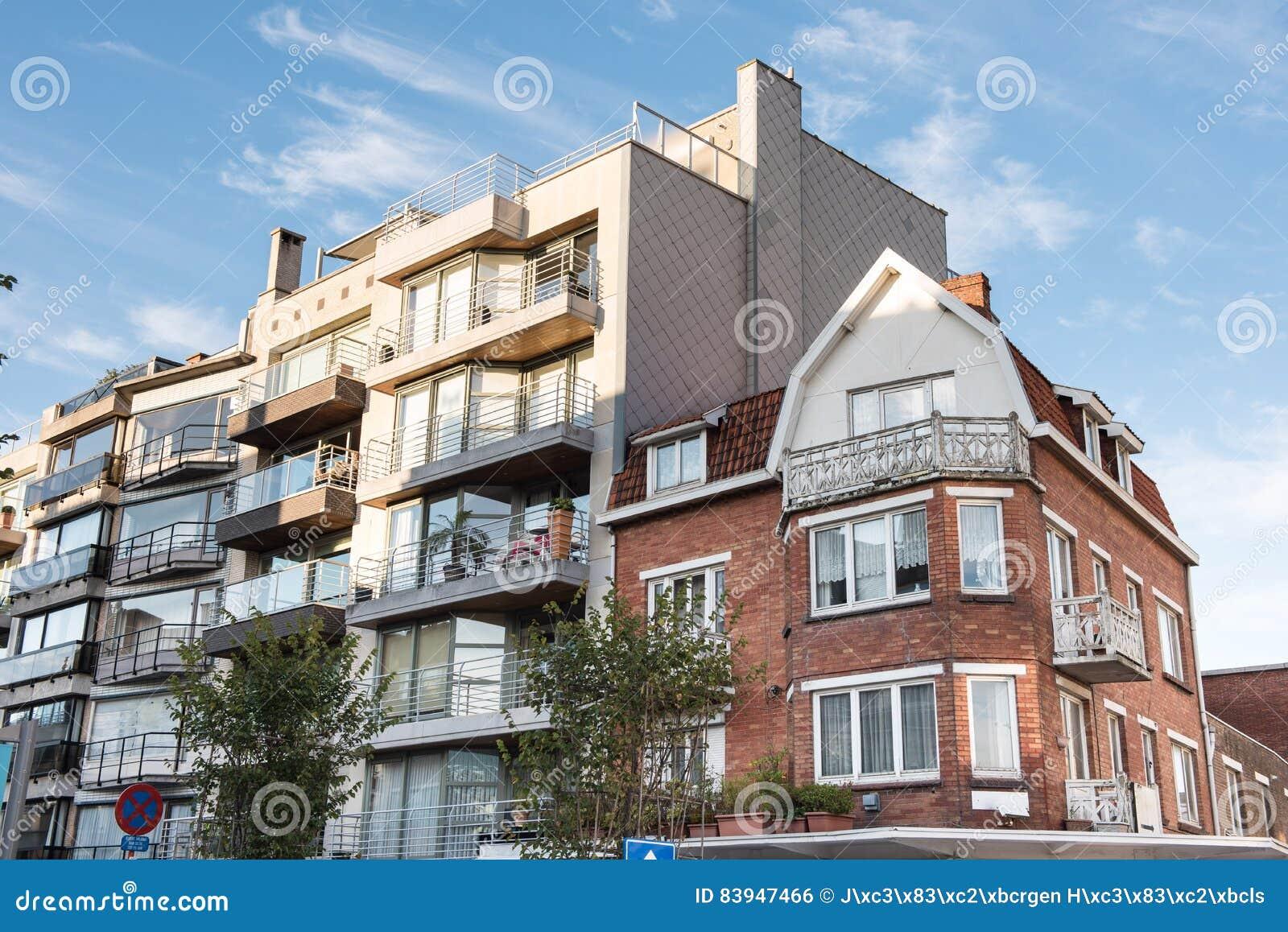 Facciate di case facciate di un condominio di case - Facciate di case colorate ...