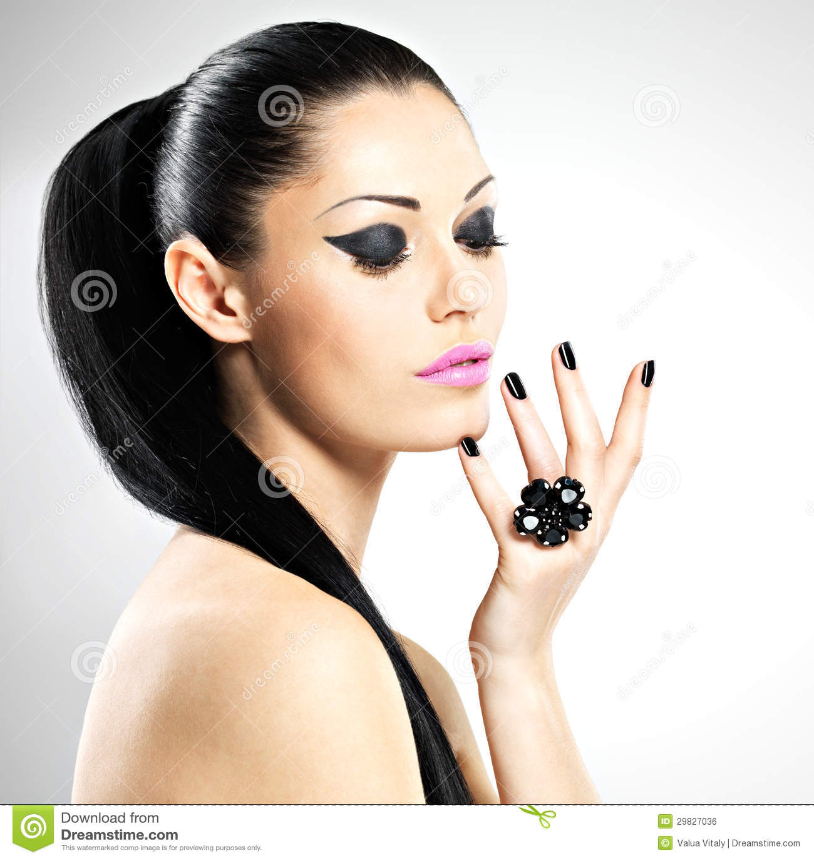 Секс девушки с чёрными ногтями 4 фотография