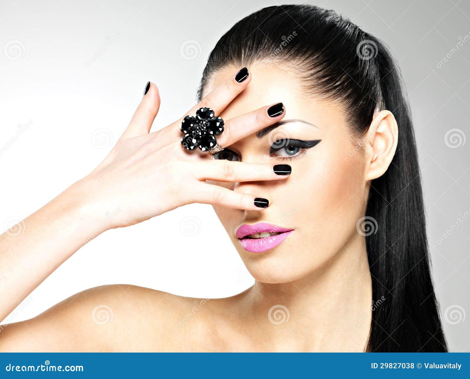 Секс девушки с чёрными ногтями 10 фотография
