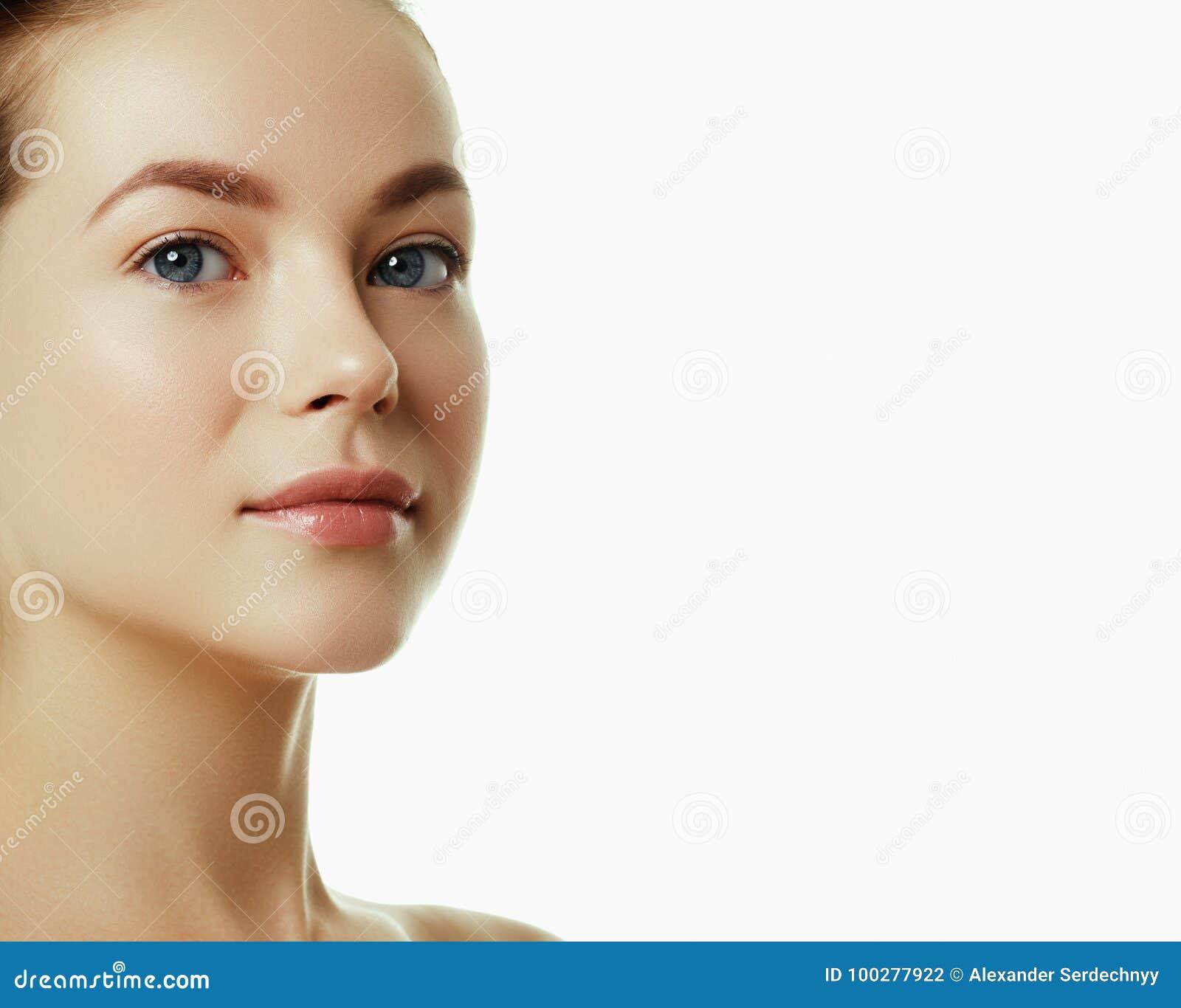 Face bonita de uma mulher caucasiano nova Cara da beleza da mulher
