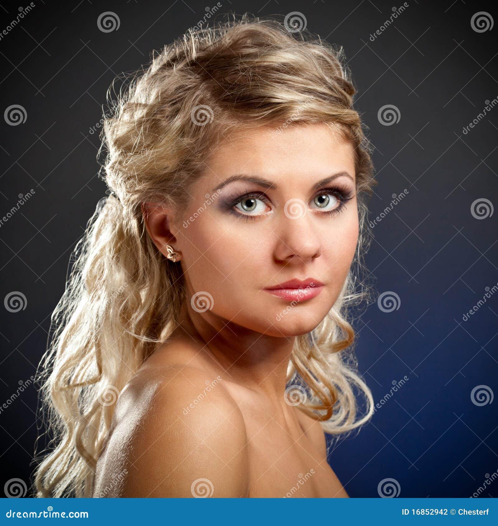 Face da mulher do close up