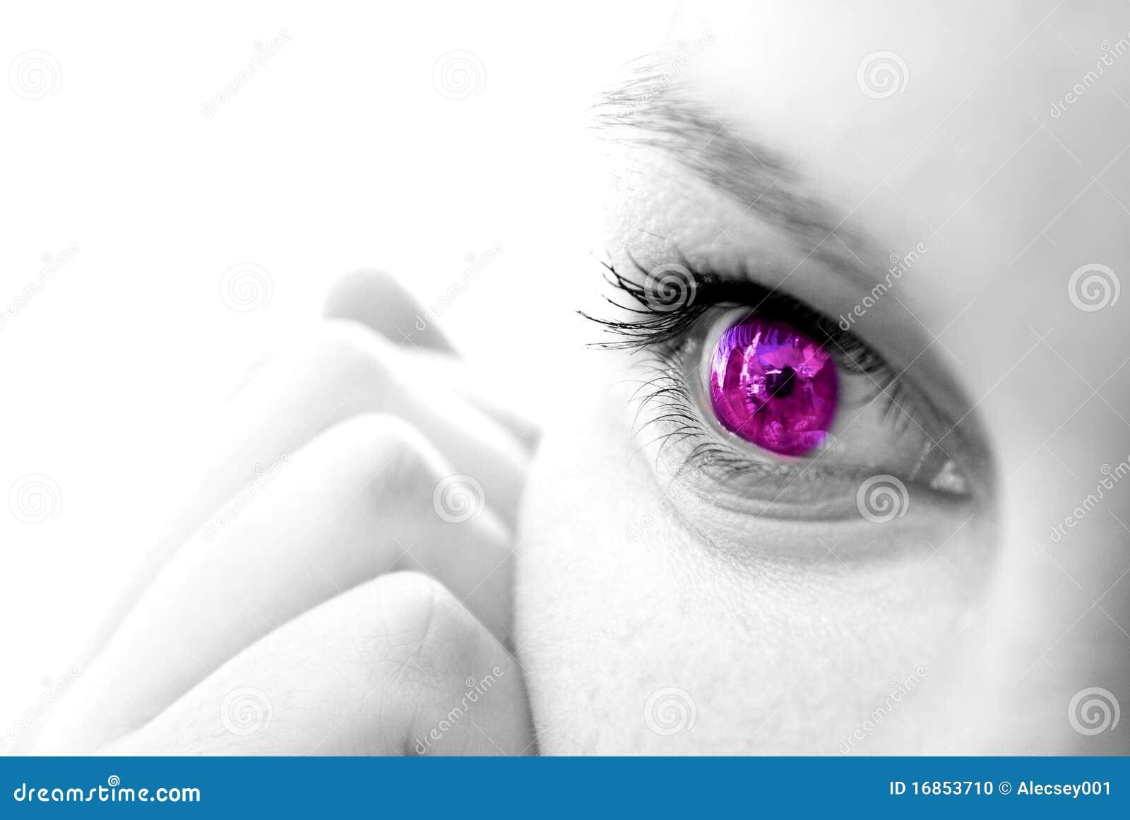 Face fêmea com íris colorida
