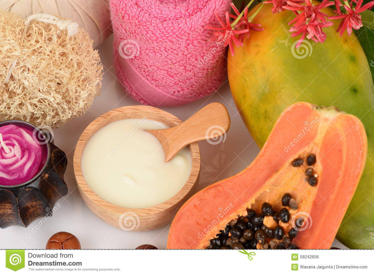 Face mask for acne treatment with Papaya and yogurt.