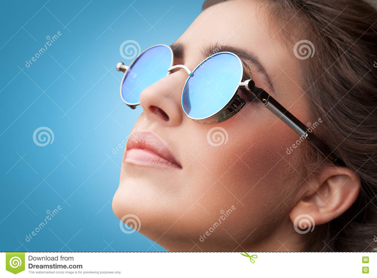 Face portrait of young beautiful woman in round sunglasses