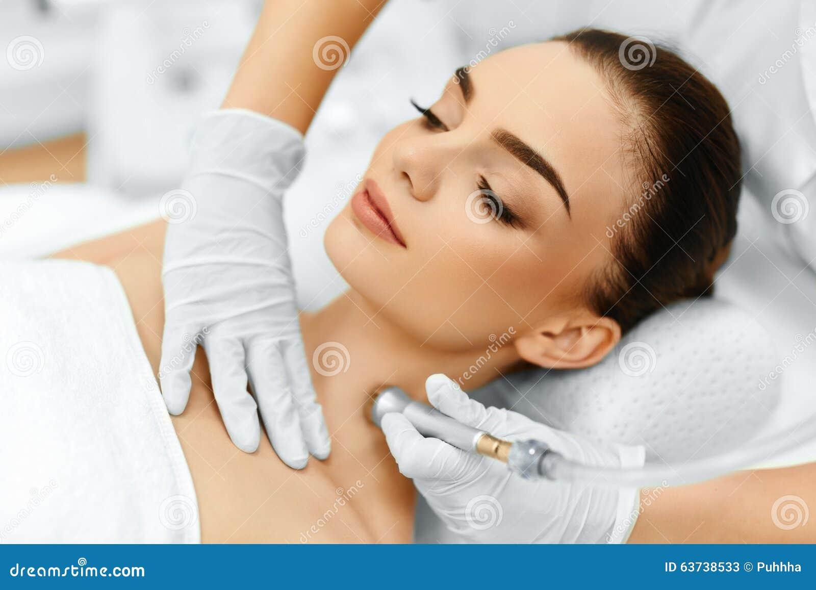 Face skin care diamond microdermabrasion peeling for Skins beauty salon