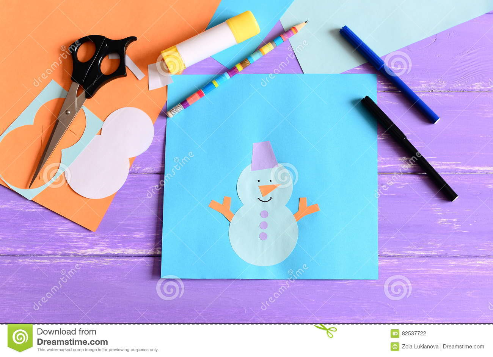 Facendo i bambini carte di carta di inverno punto applique di