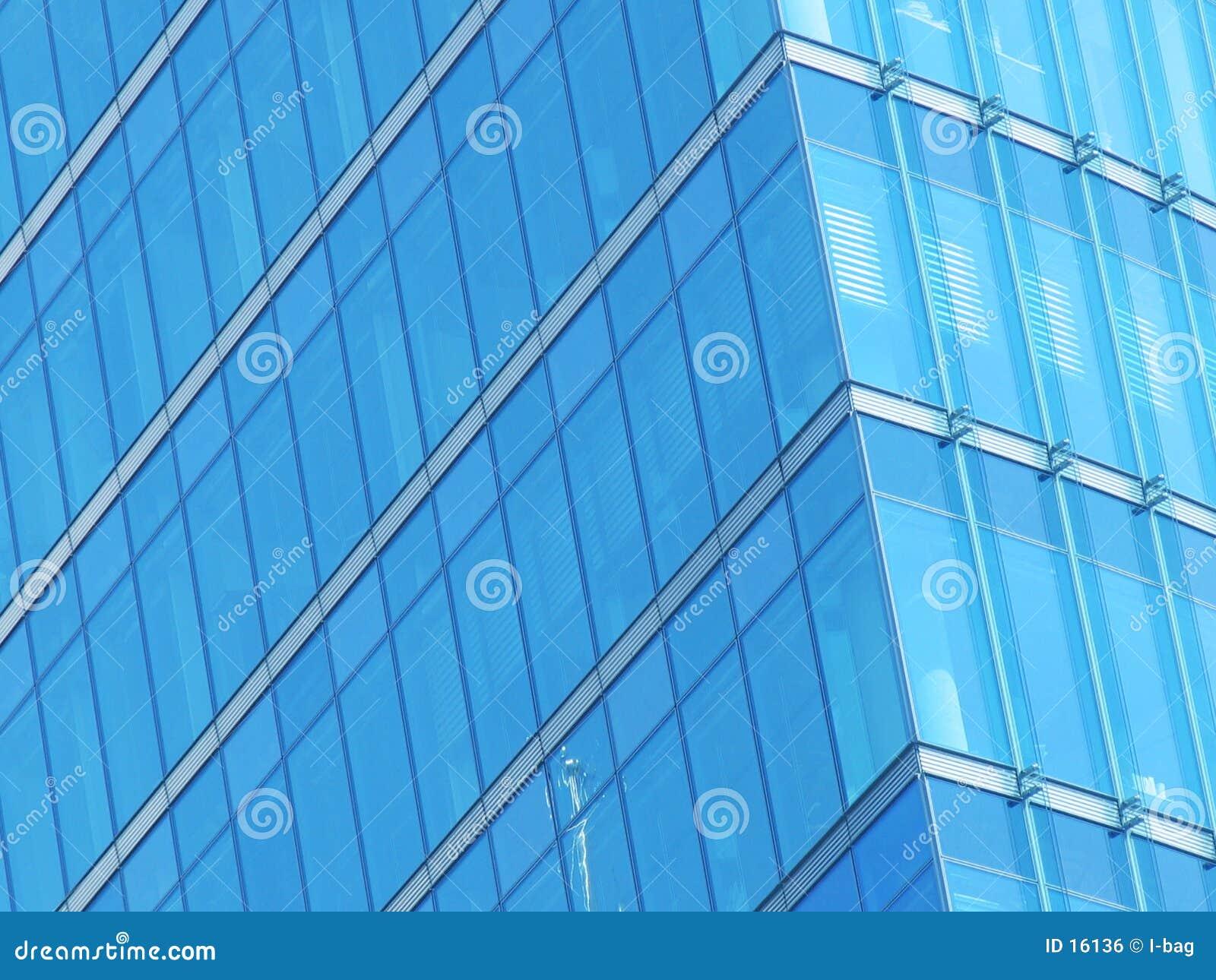 Fachada azul del vidrio del edificio