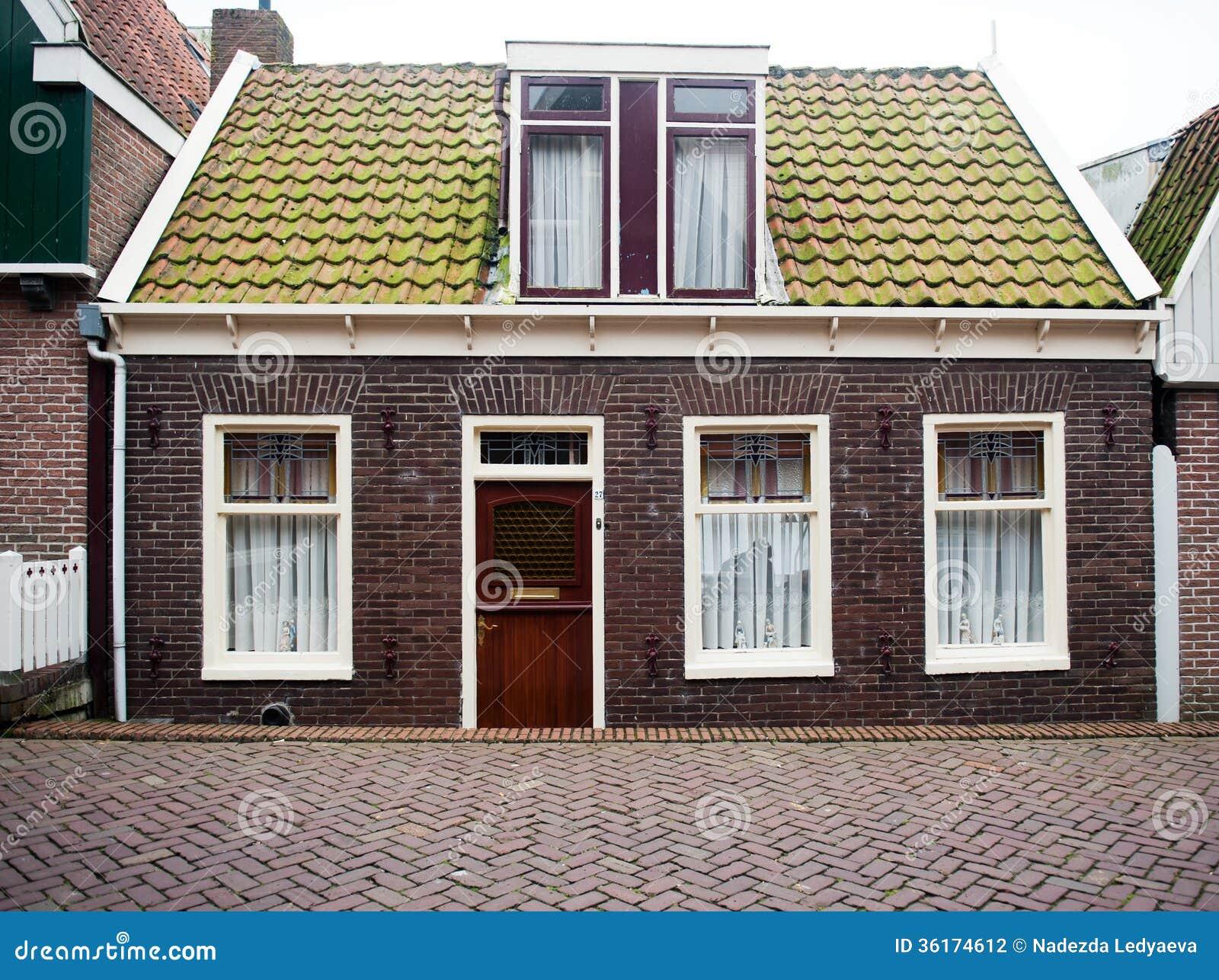Fachada da casa do tijolo vermelho fotografia de stock - Refection de facade maison ...