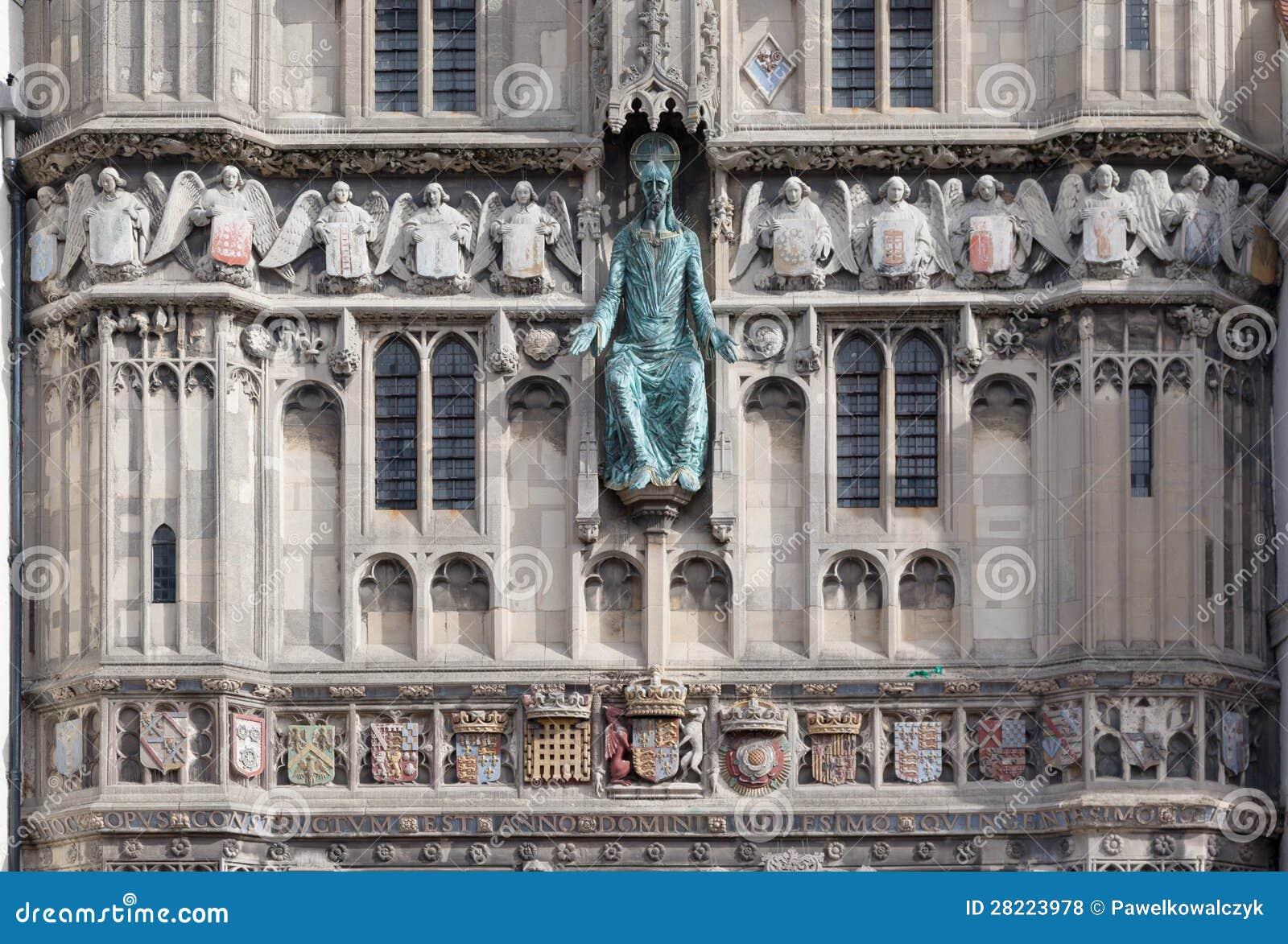 Fachada da entrada exterior da catedral de Canterbury, Kent, Inglaterra