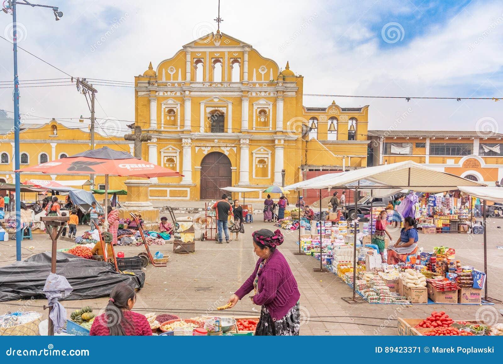 Fachada da igreja Católica de Santa Maria de Jesus em Guatema