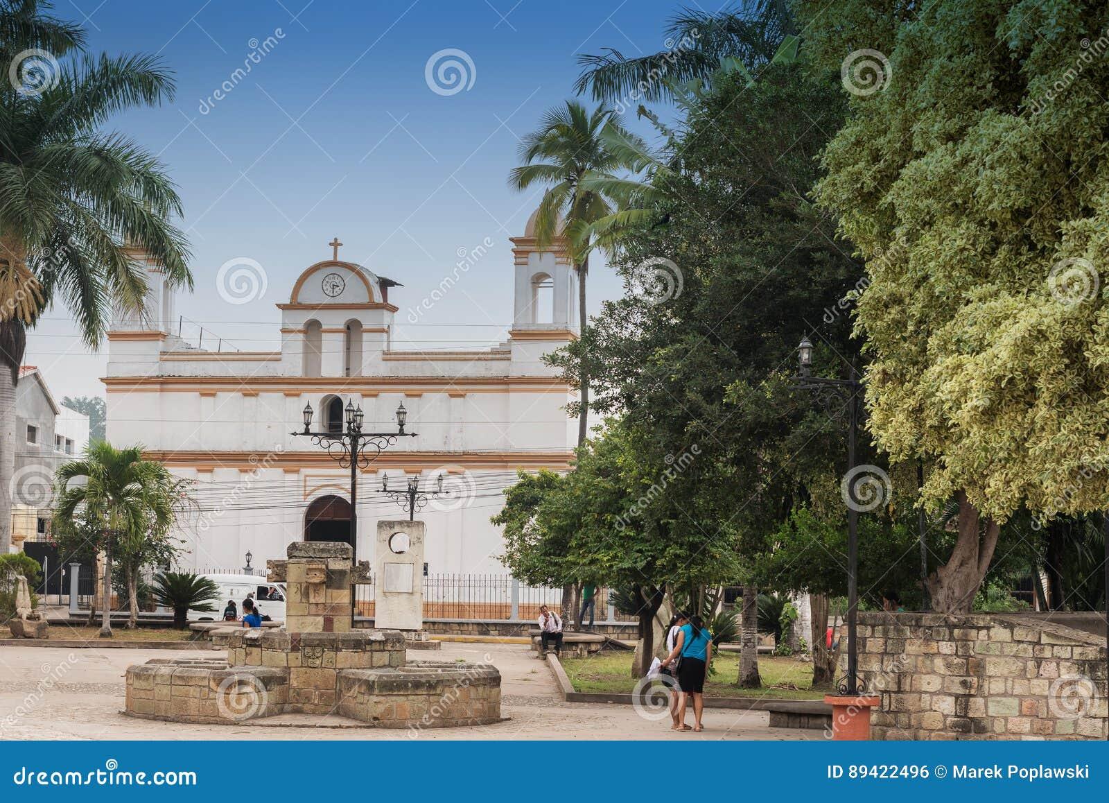 Fachada da igreja colonial velha situada na cidade de Copa Ruinas, H