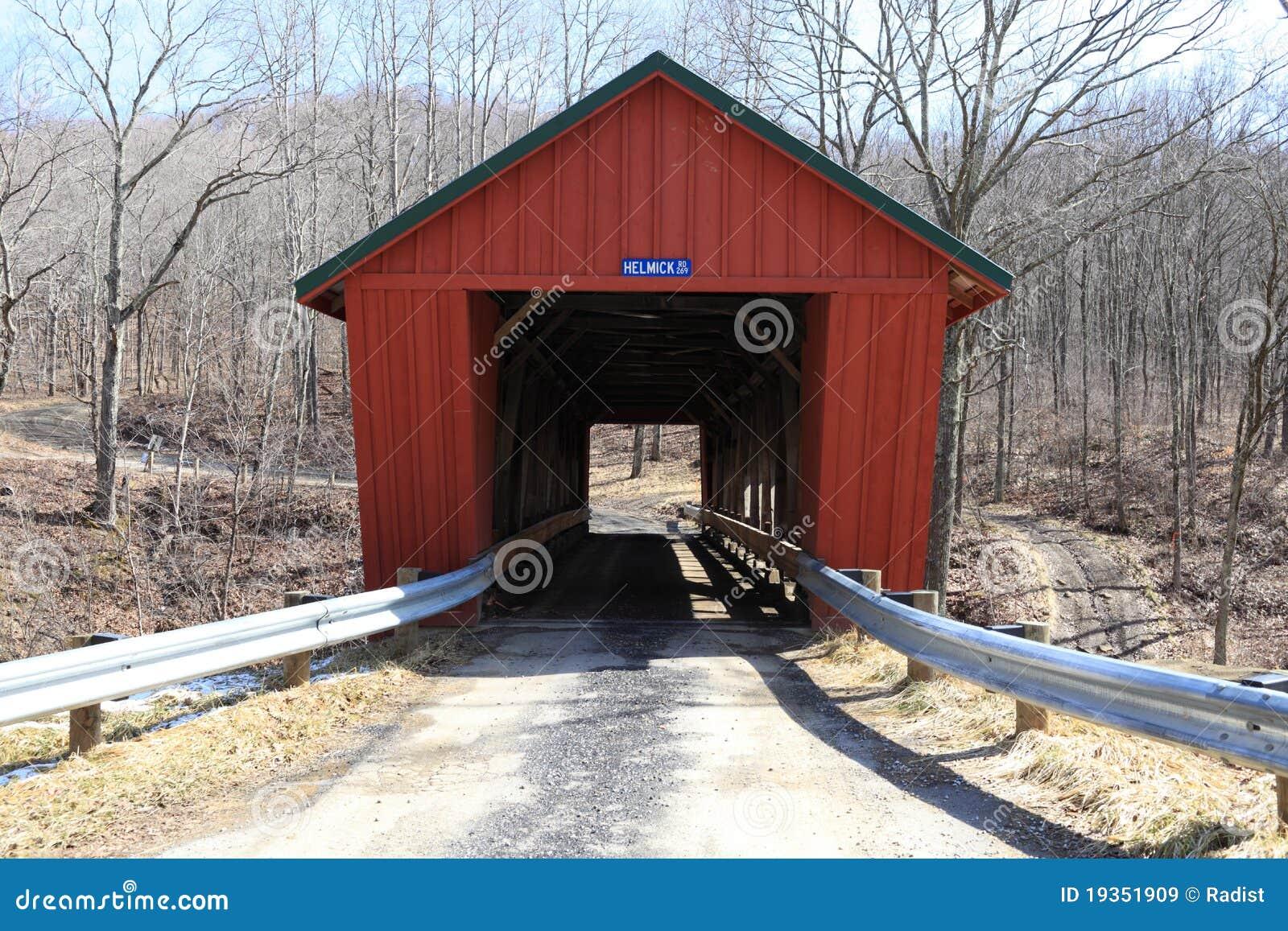 Fachada da ponte coberta do moinho de Helmick