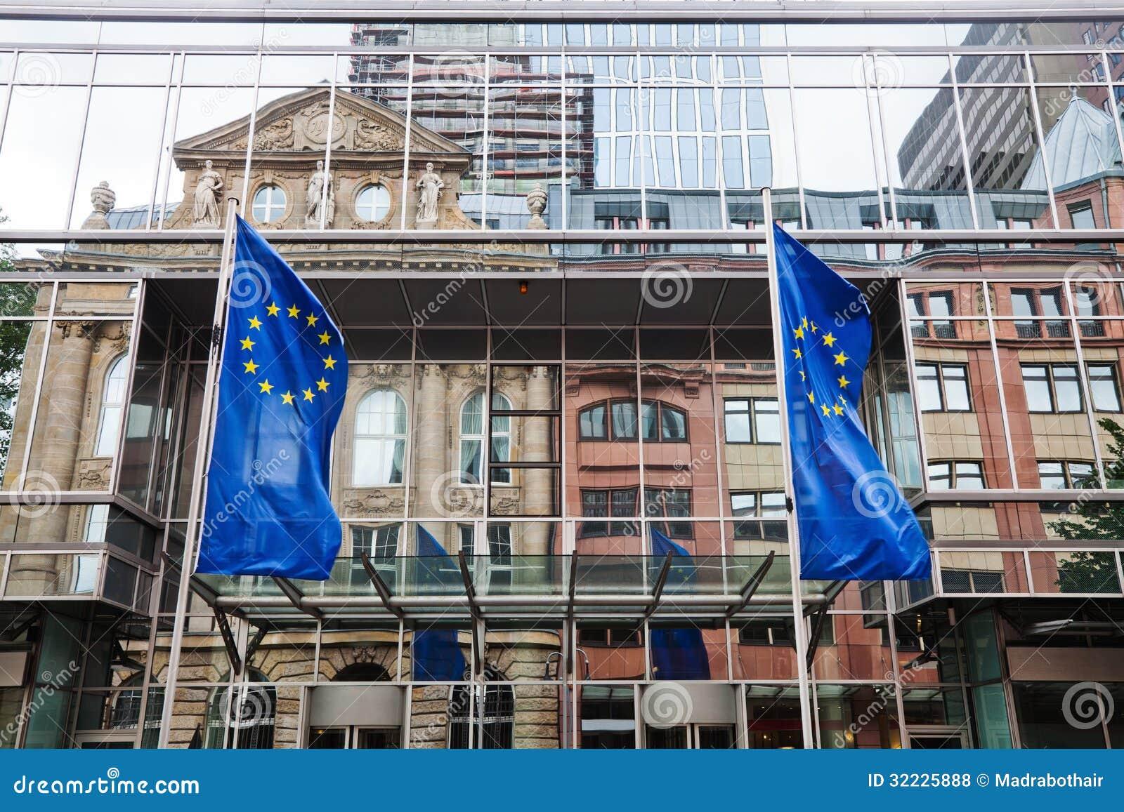 Download Fachada Da Torre Do Euro Com Reflexões Foto de Stock Editorial - Imagem de distrito, facade: 32225888
